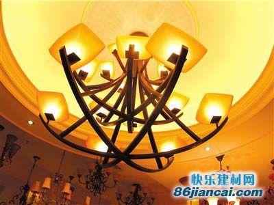 欧式古典的魅力,在于其  西班牙卫士18头灯独具历史岁月的痕迹,其体现